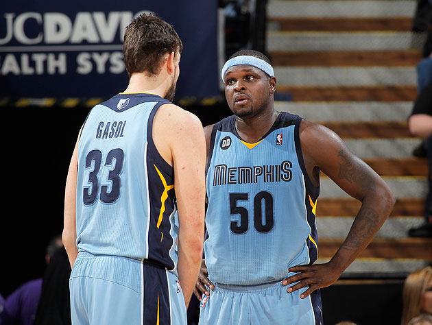 Marc Gasol gives Z-Bo a head's up about a fearsome tabby in the parking lot. (Rocky Widner/NBA/Getty Images)