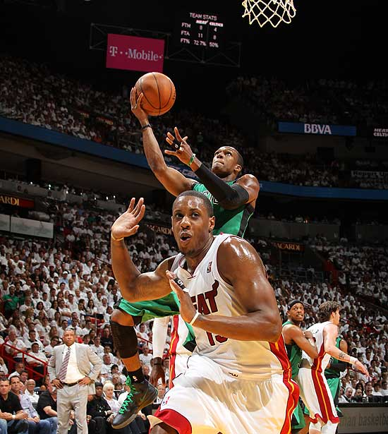 Mario Chalmers gets all turned around. (Getty Images)