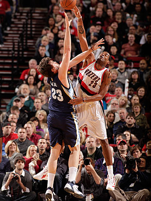 New York hopes Camby's shot-blocking will bolster their second-unit D. (Getty Images)
