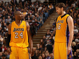 Nobody look at Kobe Bryant and Pau Gasol. Just let them work it out. (Getty Images)