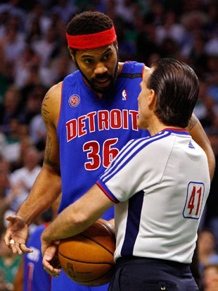 Rasheed wants to know how Ken Mauer's hair stays like that (Getty Images)