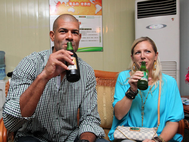 Mr. and Mrs. Shane Battier enjoy a cold one (Getty Images)