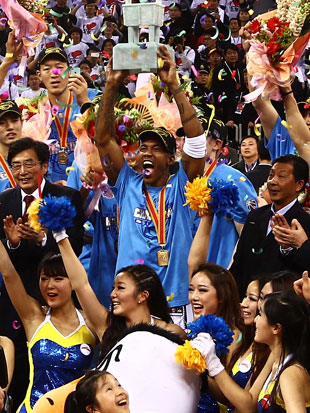 Stephon Marbury hoists the Chinese Basketball Association championship. (S.I. China/Getty Images)