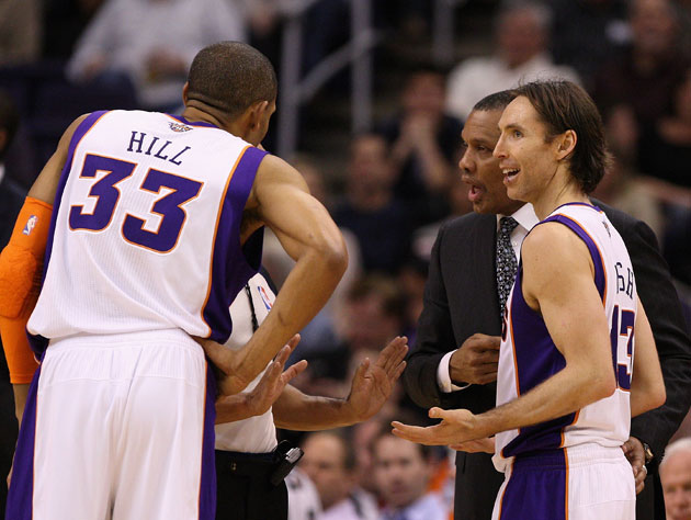 Grant Hill and Steve Nash attempt to figure out what's going on (Getty Images)
