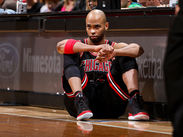 Taj Gibson girds those knees for game action (Getty Images)