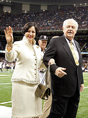 Tom Benson and wife Gayle on the field before the Saints' 2012 NFC Wild Card Playoff game. (Getty Images)