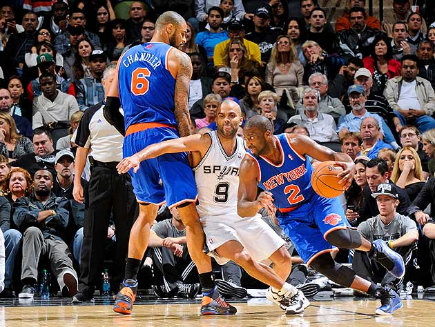 Tony Parker chases Raymond Felton around a Tyson Chandler screen. (Getty Images)