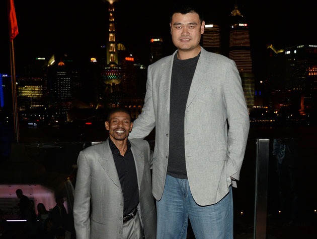 Muggsy Bogues poses with Yao Ming because the internet demands it (Getty Images)
