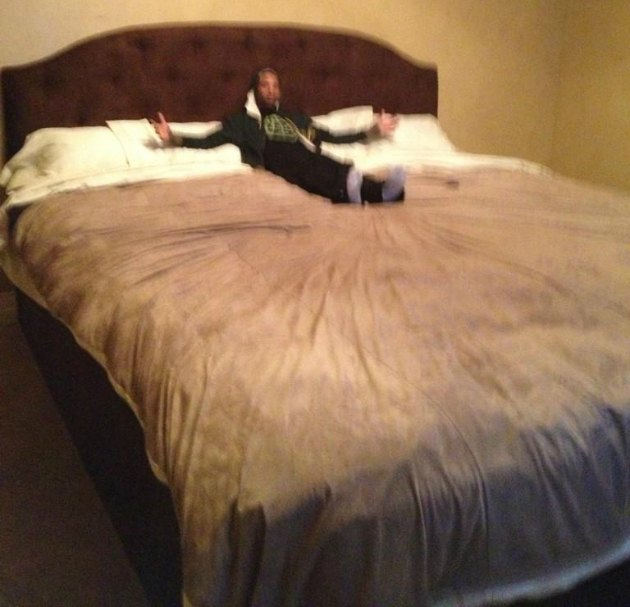 Mo Williams lounges on Al Jefferson's impossibly large bed (via @MoWilliams and The Basketball Jones).