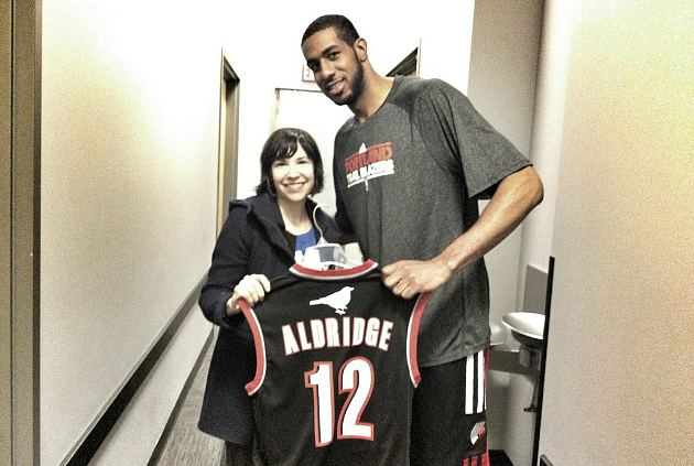 LaMarcus Aldridge tells Carrie Brownstein how much he loves the Wild Flag record (via @pdxtrailblazers).