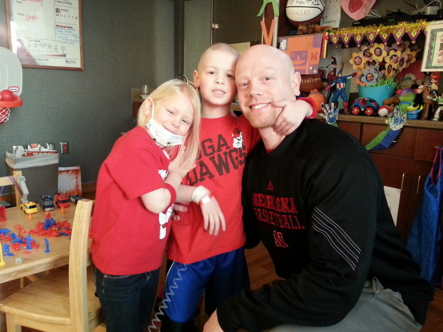 Nebraska assistant coach Chris Harriman and his son Avery, 5, and daughter Kacee, 4 (via Cheryl Harriman)