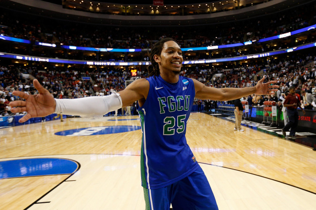 Sherwood Brown celebrates Florida Gulf Coast's victory (Getty Images)