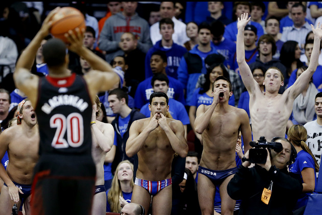 Wayne Blackshear shoots a free throw (AP)