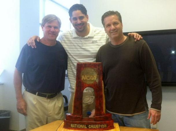 John Calipari, Orlando Antigua and John Robic pose with the NCAA trophy replica cake (via @UKCoachCalipari)