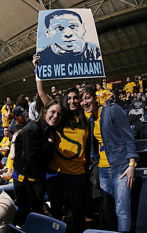 Fans hold up a sign for Isaiah Canaan (US Presswire)