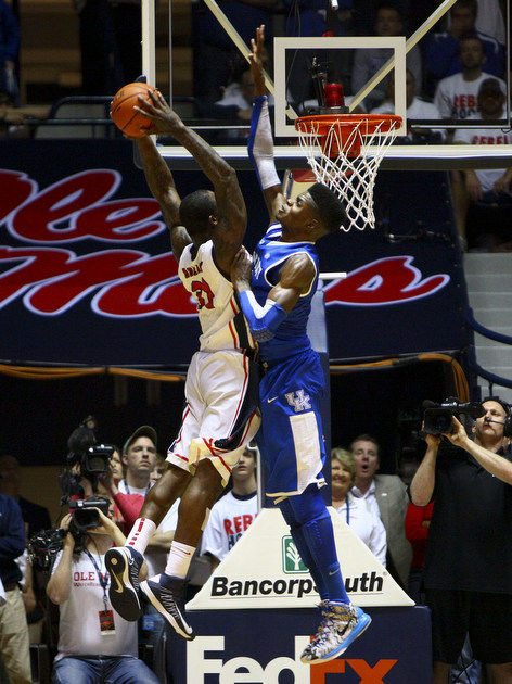Nerlens Noel blocks Murphy Holloway's dunk attempt (USA Today Sports Images)