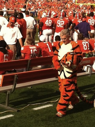 Clemson's president does pushups in the mascot costume