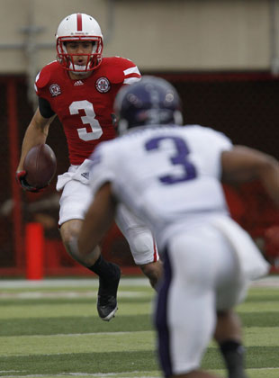 Taylor Martinez runs against Northwestern during 2012's match up. (Bruce Thorson/USA TODAY Sports)