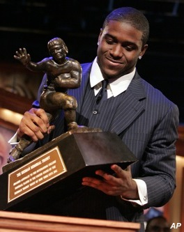 Reggie Bush (finally) returns his vacated Heisman Trophy