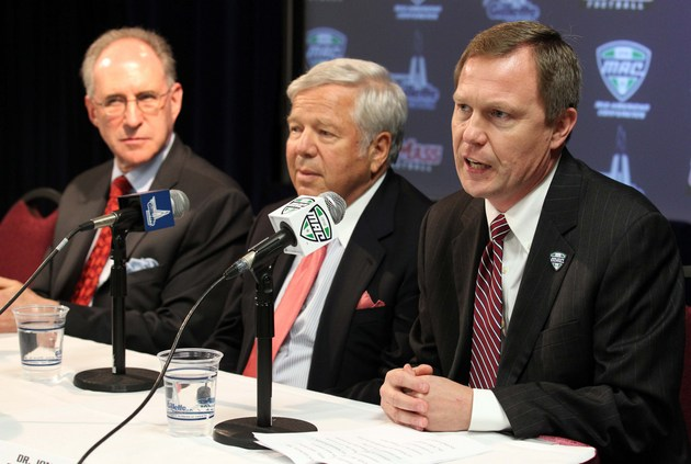 MAC commissioner Jon Steinbrecher, far right (US Presswire)