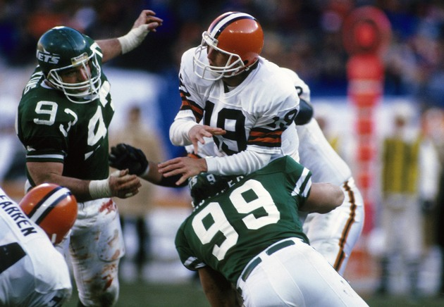 Bernie Kosar, playing for Cleveland in 1987 (USA Today Sports Images)