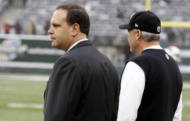 Former Jets GM Mike Tannenbaum on the sideline with Rex Ryan (USA Today Sports Images)