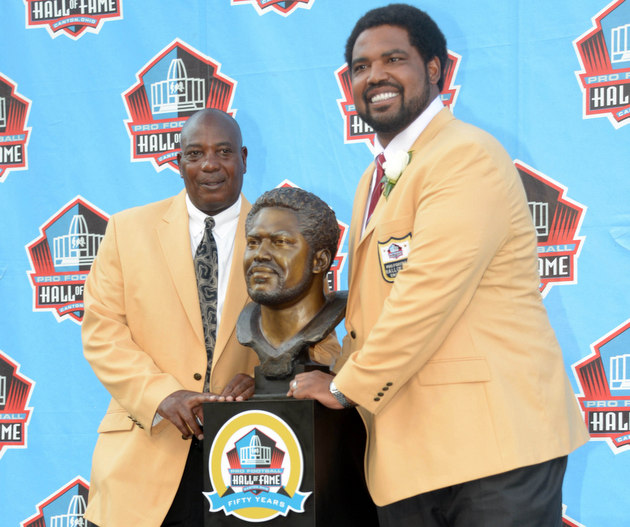Jonathan Ogden with Ozzie Newsome (USA Today Sports Images)