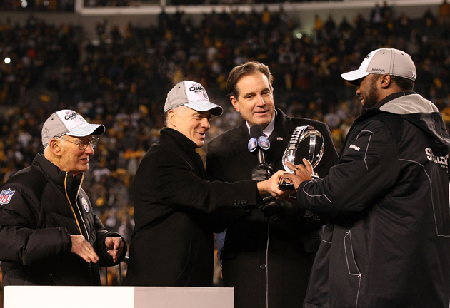 Jim Nantz (second from right) has been part of a LOT of celebrations. (Getty Images)