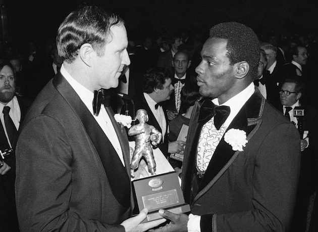 Jack Pardee presents Walter Payton with the NFC Player of the Year award in 1978. (AP)