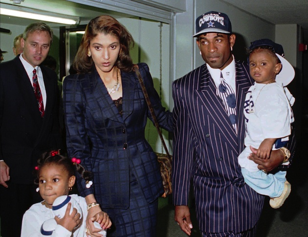 Deiondra (bottom left) with her dad and family at at 1995 press conference in Dallas. (AP)