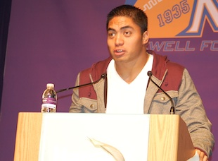 Manti Te'o (Clyde Griffith)