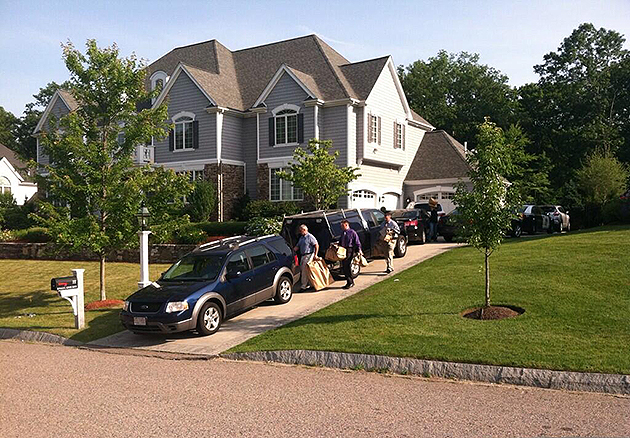 Police searched Aaron Hernandez's home on Saturday (@mikerodak)