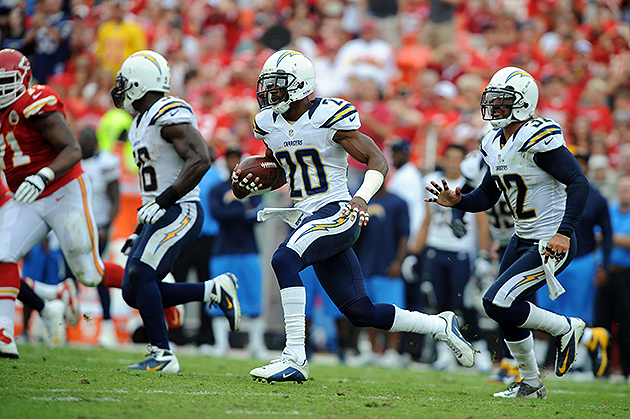 The Chargers need to hang onto Antoine Cason (USA Today Sports Images)