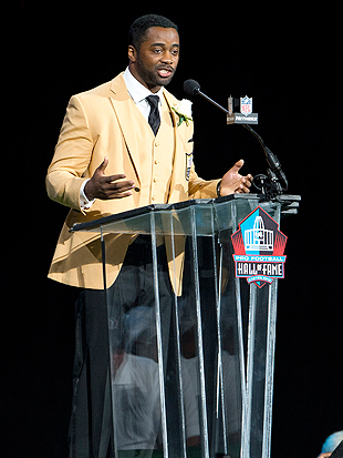Curtis Martin's speech was an emotional show-stopper. (Getty Images)