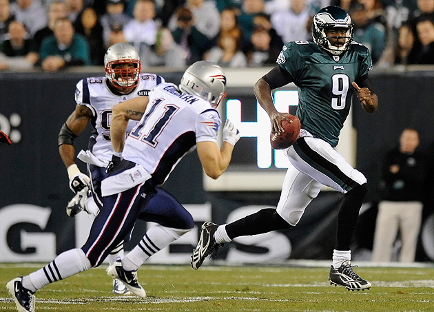 Edelman gets a bead on Vince Young. (Getty Images)