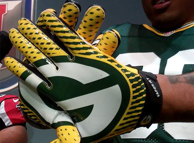 Jermichael Finley models the Packers' new gloves at Nike's uniform unveiling. (Doug Farrar)