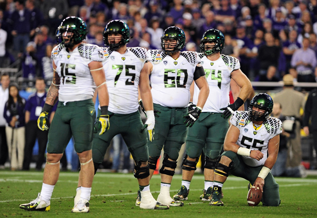 Long's Oregon linemates helped him adjust to a very complex offense. (USAT Images)