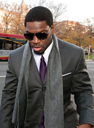 Jonathan Vilma leaves the Tagliabue hearings in Washington, D.C. on November 30. (AP)