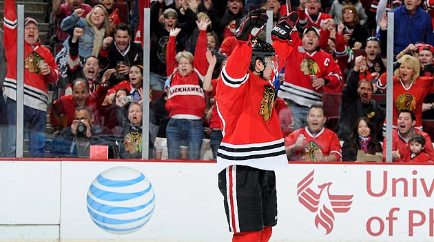 Blackhawks try to keep cool with shot at NHL history