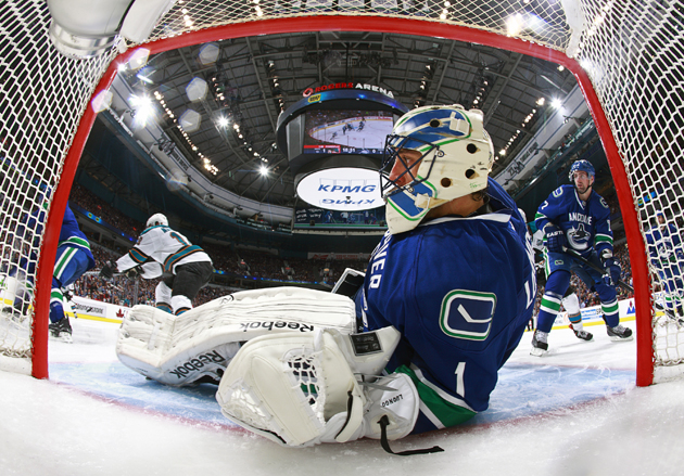 Mike Gillis 'very optimistic' about Roberto Luongo's future with Canucks after meeting