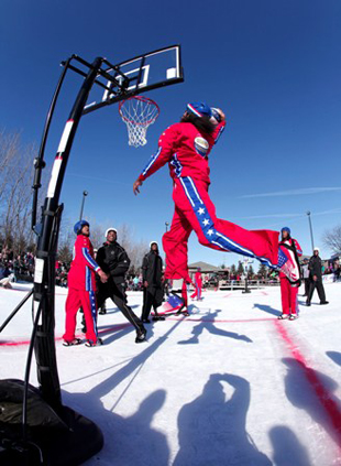 Harlem Globetrotters hit the ice to fill Winter Classic void; win, as usual (VIDEO)