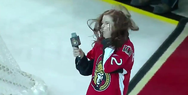 Ottawa Senators fans rescue anthem singer Tara Holloway after 'O Canada' lyric flub (VIDEO)