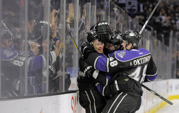 Los Angeles Kings hockey hug against the glass - AP