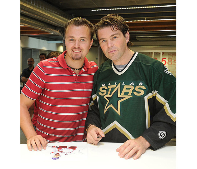 Jaromir Jagr in a Dallas Stars jersey: Awkward, considering it's the wrong sweater (PHOTO)