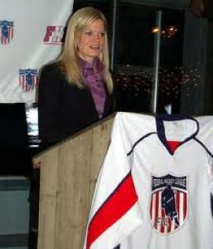 Nicole Kirnan, first woman to coach men's pro hockey team, faced 'demoralizing' criticism