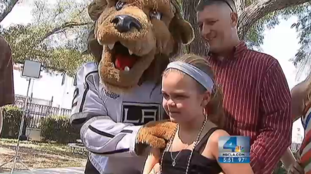 Thanks to LA Kings, Stanley Cup visits 9-year-old player who fractured skull (VIDEO)