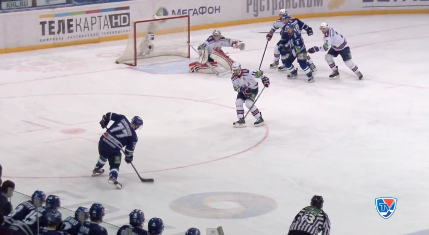 Watch Ilya Ezhov's great stretch save in KHL playoffs (VIDEO)