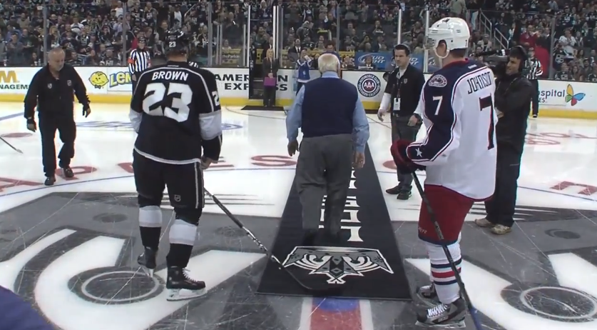 Tommy Lasorda snubs Jack Johnson during LA Kings' puck drop vs. Columbus (Video)