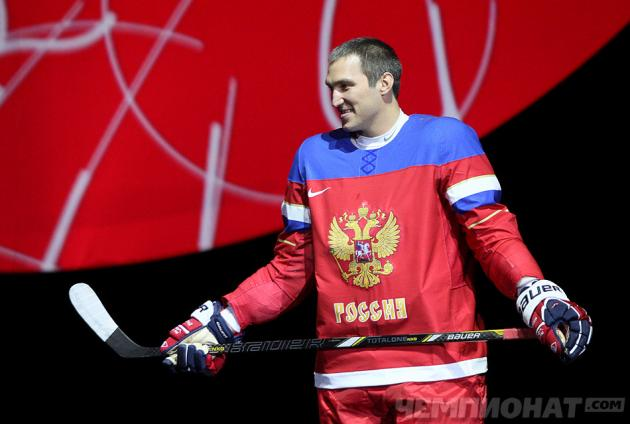 Team Russia unveils sweater; Luongo seems happy; Olympic ref camp (Puck Headlines)