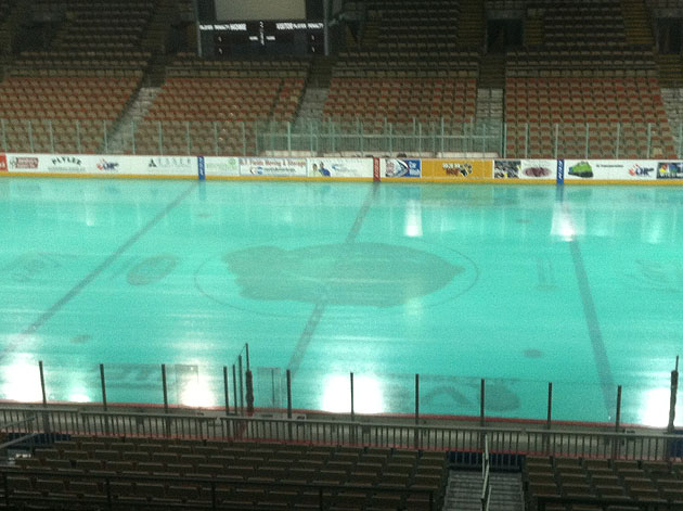 With green ice, Erie Otters put your team's St. Patrick's Day gimmicks to shame (PHOTO)
